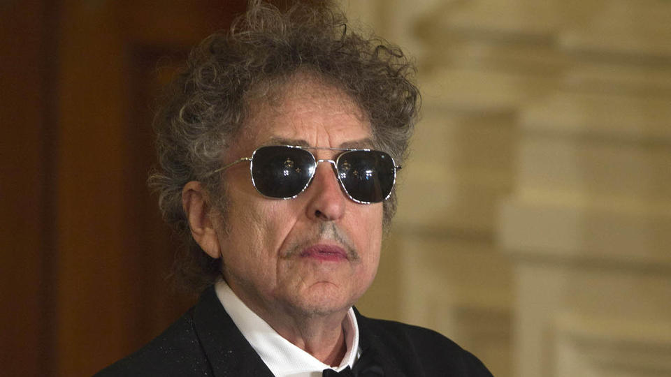 Bob Dylan attends the Presidential Medal of Freedom ceremony in the East Room of the White House, Tuesday, Мам 29, 2012, in Washington. (AP Photo/Carolyn Kaster)